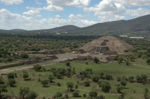 Teotihuacan 63 - Pyramid of the Sun summit vista