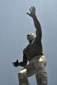 El Santo statue 4