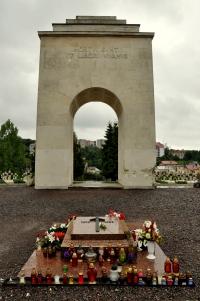 lychakiv-cemetery-50