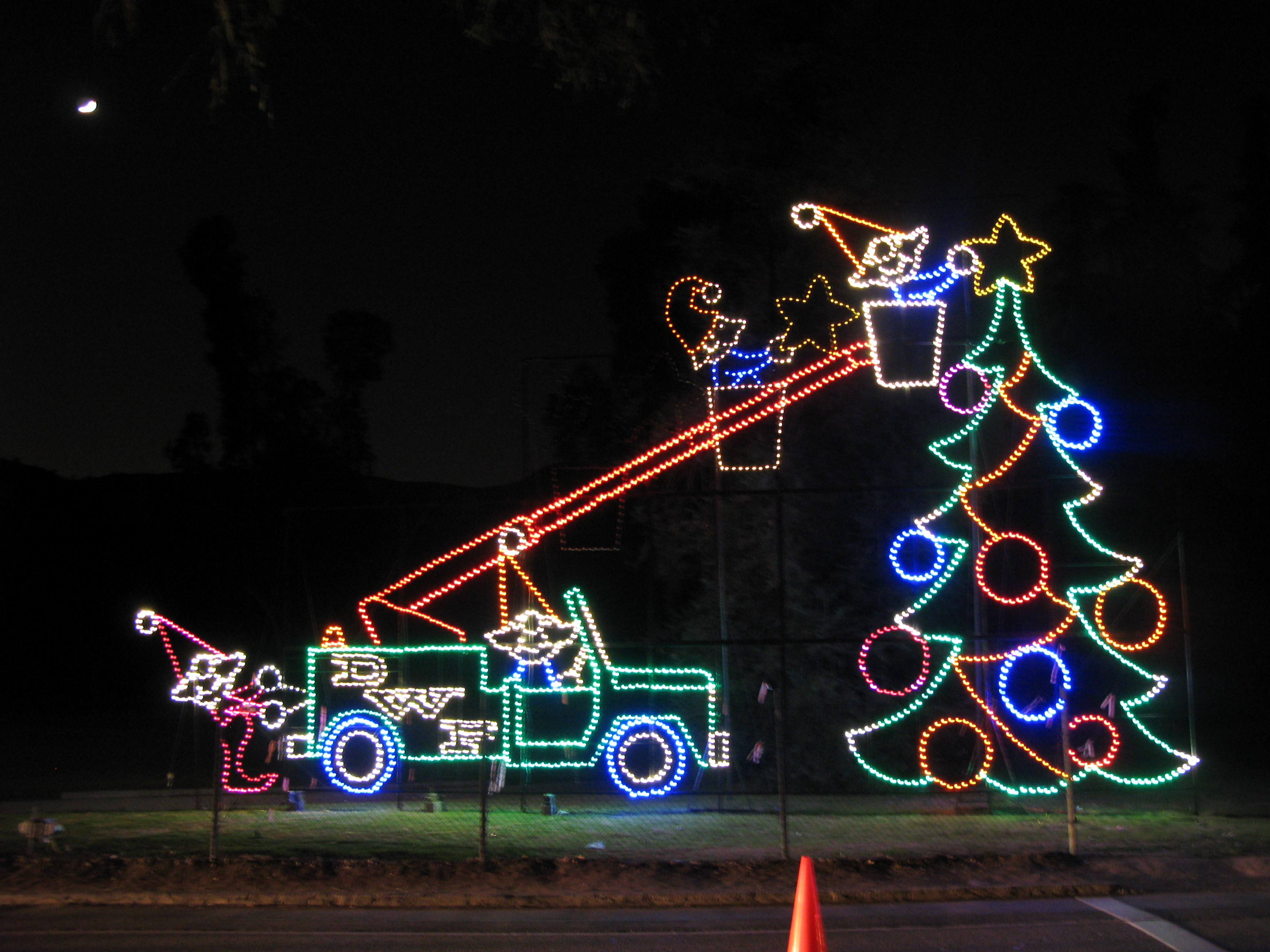 Each December, The L.A. Department Of Water And Power Holds A Drive Thru  U201cparadeu201d Of Holiday Lights At Griffith Park, The Countryu0027s Largest Urban  Park.